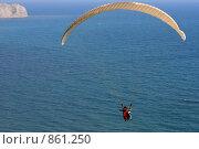 Купить «Полет над морем на параплане», эксклюзивное фото № 861250, снято 1 мая 2009 г. (c) Яна Королёва / Фотобанк Лори