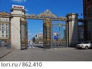 Купить «Москва. Ажурные ворота на Тверской улице», эксклюзивное фото № 862410, снято 3 мая 2009 г. (c) lana1501 / Фотобанк Лори