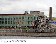 Купить «Снос промышленного здания на Пироговской набережной», фото № 865326, снято 6 мая 2009 г. (c) Сергей Разживин / Фотобанк Лори