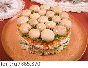 """Салат """"Грибная полянка"""" на глиняной тарелке, вид сверху. Стоковое фото, фотограф Елена А / Фотобанк Лори"""