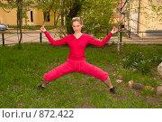 Купить «Девушка занимается физкультурой на свежем воздухе», фото № 872422, снято 5 мая 2009 г. (c) Олег Тыщенко / Фотобанк Лори