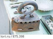 Древний утюг. Стоковое фото, фотограф Okssi / Фотобанк Лори