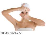 Купить «Девушка в бинтах закрывает лицо руками», фото № 876270, снято 23 марта 2009 г. (c) Кувшинников Павел / Фотобанк Лори