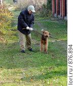 Купить «Мальчик играет с собакой на природе, осень», фото № 876894, снято 28 октября 2007 г. (c) Литова Наталья / Фотобанк Лори