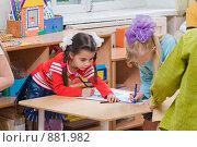 Купить «Рисуем в детском саду», фото № 881982, снято 5 мая 2009 г. (c) Федор Королевский / Фотобанк Лори