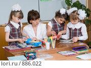 Купить «Первоклассники и первый учитель», фото № 886022, снято 22 мая 2009 г. (c) Федор Королевский / Фотобанк Лори