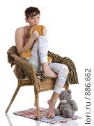 Девушка на кресле с плюшевыми игрушками (2009 год). Редакционное фото, фотограф Кувшинников Павел / Фотобанк Лори