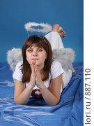 Купить «Девушка в костюме ангела», фото № 887110, снято 3 мая 2009 г. (c) Евгений Батраков / Фотобанк Лори