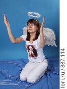 Купить «Девушка в костюме ангела», фото № 887114, снято 3 мая 2009 г. (c) Евгений Батраков / Фотобанк Лори