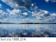 Купить «Облака над рекой», фото № 888214, снято 8 мая 2009 г. (c) Максим Солдатов / Фотобанк Лори