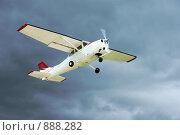 Купить «Самолёт, взлетающий в грозу», фото № 888282, снято 24 мая 2009 г. (c) Олег Шеломенцев / Фотобанк Лори