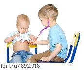 Купить «Дети играют в докторов», фото № 892918, снято 27 января 2008 г. (c) Андрей Щекалев (AndreyPS) / Фотобанк Лори