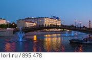 Купить «Вечерний вид на Лужков мост, Москва», эксклюзивное фото № 895478, снято 30 мая 2009 г. (c) Давид Мзареулян / Фотобанк Лори