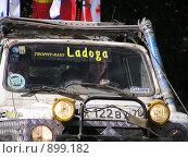 """Купить «Трофи-рейд """"Ладога-2009"""", радостная девушка за рулём серьёзного внедорожника», фото № 899182, снято 30 мая 2009 г. (c) Андреев Александр / Фотобанк Лори"""