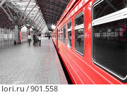 Поезд-экспресс на станции. Стоковое фото, фотограф Татьяна Ежова / Фотобанк Лори