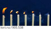 Купить «Горящие свечи, метафора», фото № 905538, снято 28 февраля 2009 г. (c) Юлия Колтырина / Фотобанк Лори