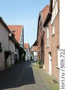 Купить «Переулок немецкого городка Варендорф», фото № 909722, снято 25 мая 2009 г. (c) Дмитрий Юшкин / Фотобанк Лори