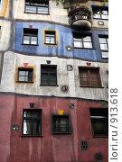 Купить «Фасад дома Хундертвассера. Австрия. Вена», фото № 913618, снято 27 мая 2009 г. (c) Татьяна Лата / Фотобанк Лори