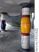 Купить «Колонны дома Хундертвассера. Австрия. Вена», фото № 913622, снято 27 мая 2009 г. (c) Татьяна Лата / Фотобанк Лори
