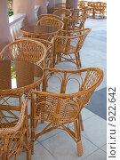 Купить «Колоннада летнего кафе», фото № 922642, снято 13 июня 2009 г. (c) Федор Королевский / Фотобанк Лори