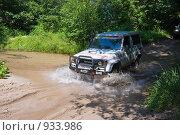 Купить «Джип форсирует ручей», фото № 933986, снято 13 июня 2009 г. (c) Иван Сазыкин / Фотобанк Лори