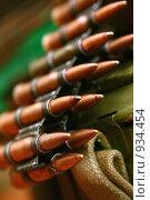 Купить «Пулеметная лента с боевыми патронами», фото № 934454, снято 18 июня 2009 г. (c) Татьяна Белова / Фотобанк Лори