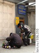 Прием макулатуры и стеклотары (2009 год). Редакционное фото, фотограф Сергей Флоренцев / Фотобанк Лори