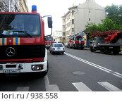 Купить «Пожарная техника на месте происшествия», эксклюзивное фото № 938558, снято 17 июня 2009 г. (c) Сайганов Александр / Фотобанк Лори