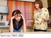 Купить «Конфликт между мамой и взрослой дочерью», фото № 941366, снято 5 апреля 2009 г. (c) Гладских Татьяна / Фотобанк Лори