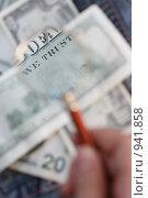 Купить «Обратная сторона американской стодолларовой купюры под увеличительным стеклом», фото № 941858, снято 20 января 2020 г. (c) AlphaBravo / Фотобанк Лори