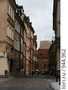 Купить «Одна из старых улиц Варшавы», фото № 944962, снято 23 августа 2008 г. (c) Эльвира Максимова / Фотобанк Лори