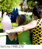 Купить «Мама и дочка», фото № 948270, снято 1 июня 2009 г. (c) Дарья Филин / Фотобанк Лори