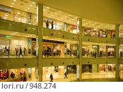 Купить «Крупный торговый центр», фото № 948274, снято 21 сентября 2007 г. (c) Дарья Филин / Фотобанк Лори