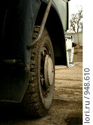Колесо грузовой машины. Стоковое фото, фотограф Борисова Юлия / Фотобанк Лори