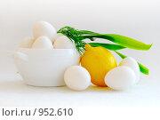 Натюрморт яйца, лимон и зелень. Стоковое фото, фотограф Виталий Меркулов / Фотобанк Лори