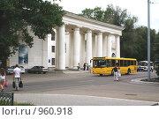 Купить «Дом Культуры имени Гагарина в Каменске-Шахтинском», фото № 960918, снято 4 июля 2008 г. (c) Александр Тихонов / Фотобанк Лори
