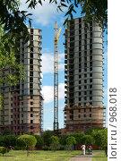 Купить «Строительство дома», фото № 968018, снято 4 июня 2020 г. (c) Окапи Вячеслав / Фотобанк Лори