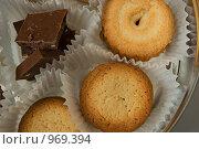 Печенье и шоколад. Стоковое фото, фотограф Алексей Васильев / Фотобанк Лори