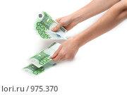 Купить «Человек считает деньги», фото № 975370, снято 1 июля 2009 г. (c) Руслан Кудрин / Фотобанк Лори