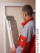 Купить «Установка нового окна», эксклюзивное фото № 977634, снято 26 ноября 2007 г. (c) Дмитрий Неумоин / Фотобанк Лори