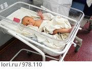 Купить «Младенец машет ручкой», эксклюзивное фото № 978110, снято 15 июля 2009 г. (c) Катерина Белякина / Фотобанк Лори