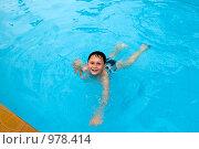 Купить «Мальчик, плавающий в бассейне», фото № 978414, снято 26 июня 2009 г. (c) Куликова Татьяна / Фотобанк Лори