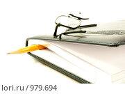 Книга с карандашом. Стоковое фото, фотограф Александр Асланов / Фотобанк Лори