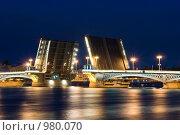 Купить «Разведение Благовещенского моста (мост лейтенанта Шмидта) в Санкт-Петербурге», фото № 980070, снято 30 июня 2009 г. (c) Александр Лядов / Фотобанк Лори