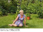 Купить «Дачница отдыхает», фото № 982078, снято 17 июля 2009 г. (c) Кристина Викулова / Фотобанк Лори