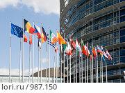 Купить «Европарламент. Флаги стран Европейского союза на входе в Европарламент», фото № 987150, снято 4 мая 2009 г. (c) Vladimirs Koskins / Фотобанк Лори