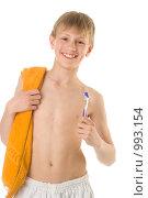 Купить «Мальчик с зубной щеткой», фото № 993154, снято 27 мая 2009 г. (c) Григорьева Любовь / Фотобанк Лори