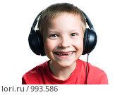 Купить «Веселый мальчик в наушниках», фото № 993586, снято 28 июня 2009 г. (c) Юлия Сайганова / Фотобанк Лори