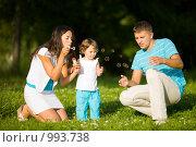 Купить «Счастливая семья», фото № 993738, снято 12 июля 2009 г. (c) Ольга Сапегина / Фотобанк Лори