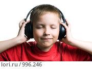 Купить «Мальчик в наушниках», фото № 996246, снято 28 июня 2009 г. (c) Юлия Сайганова / Фотобанк Лори